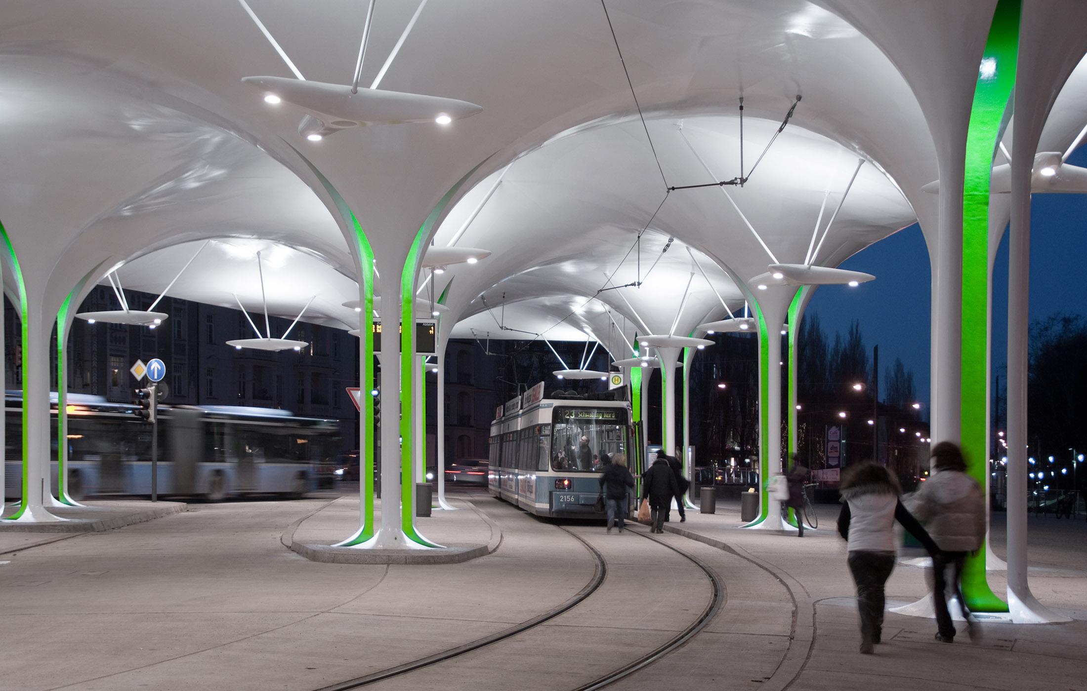 Bus- und Trambahnstation Münchner Freiheit